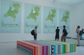 hybrid landscapes - overzichtsfoto van ons cartografisch materiaal in het Nederlands paviljoen.