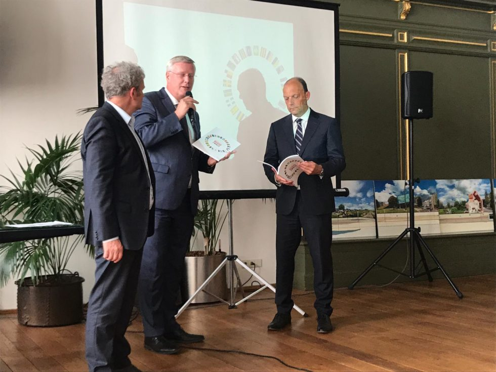De presentatie en overhandiging van Atlas Regio Zwolle in het Stadhuis van Zwolle